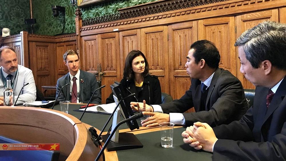 Cấp visa miễn phí, thân nhân nạn nhân người Việt, Anh