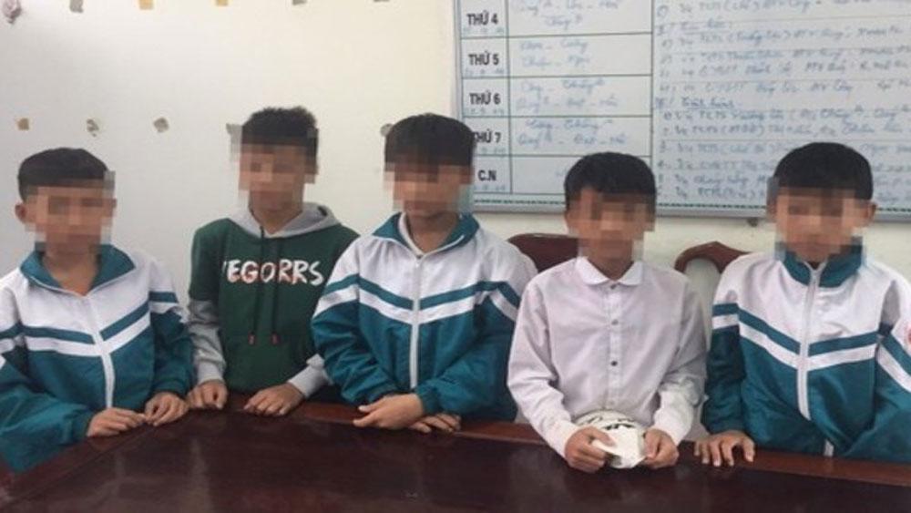 Nhóm học sinh lớp 7, đập phá bóng đèn, Ngã ba Đồng Lộc