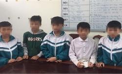 Nhóm học sinh lớp 7 đập phá bóng đèn ở Ngã ba Đồng Lộc