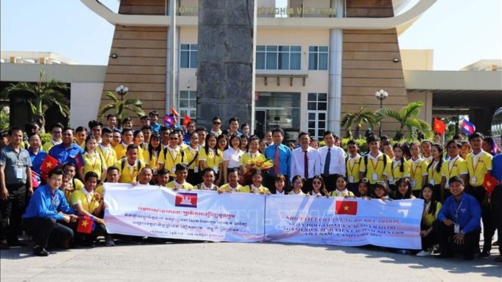 Young journalists, youths and students from Vietnam and Cambodia hold exchange