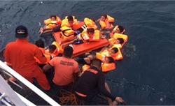 Lật phà chở 60 người ở Philippines