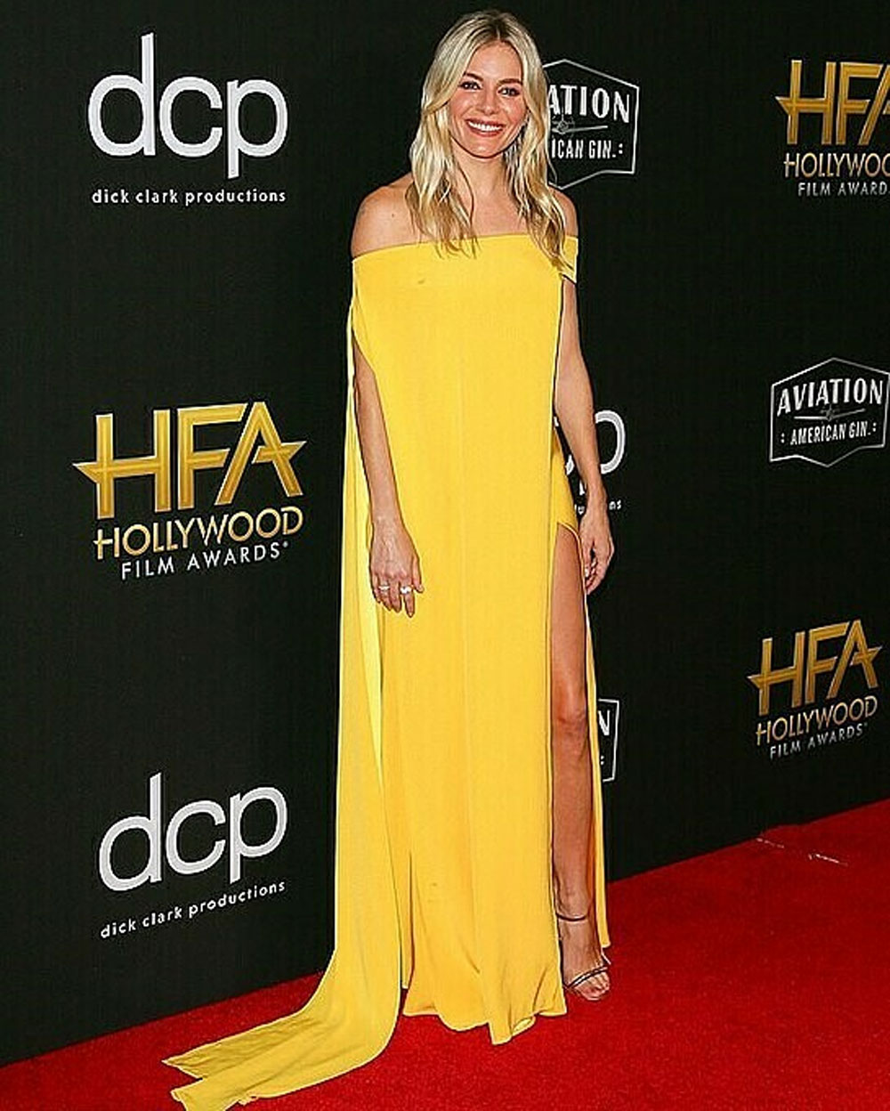 Yellow brilliance, Hollywood star, Cong Tri outfit, British-American star,  Hollywood Film Awards, Sienna Miller, natural good looks