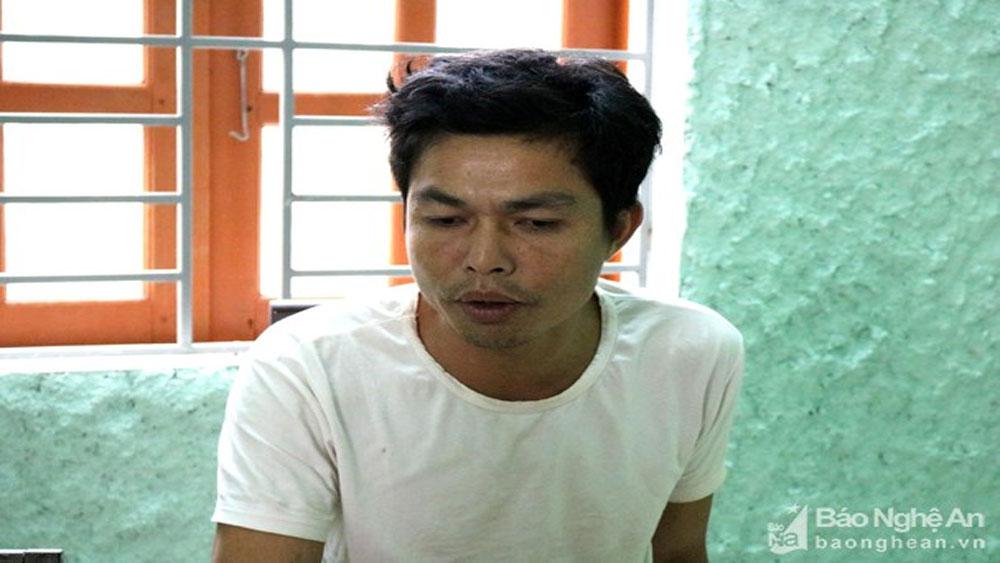 Người đàn ông chửi bới, đòi đốt xe máy, quật ngã , cảnh sát giao thông,  Lữ Khăm Hương