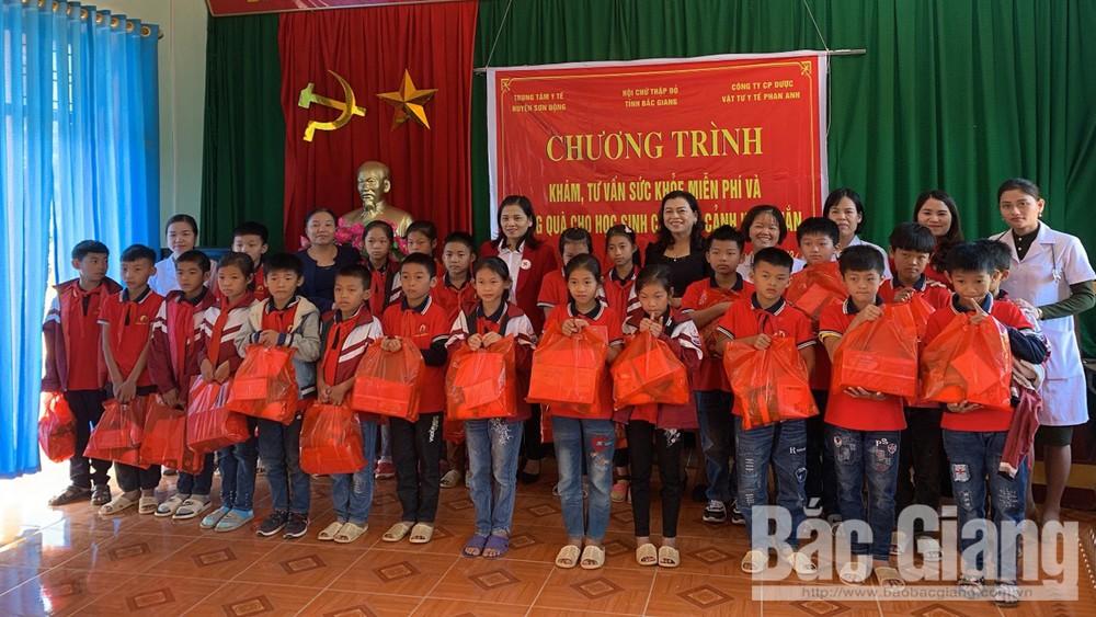 Tặng quà , khám bệnh,  học sinh, Trường Tiểu học Vân Sơn
