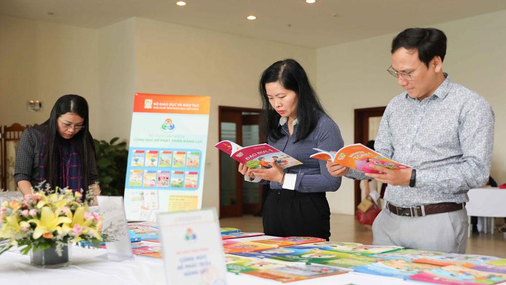 Giới thiệu ,4 bản mẫu, sách giáo khoa chương trình giáo dục phổ thông mới
