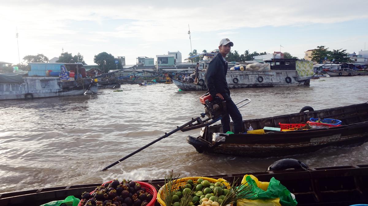 chợ nổi Cái Răng, dòng sông Hậu hiền hoà, thành phố Cần Thơ, vùng đất Tây Đô