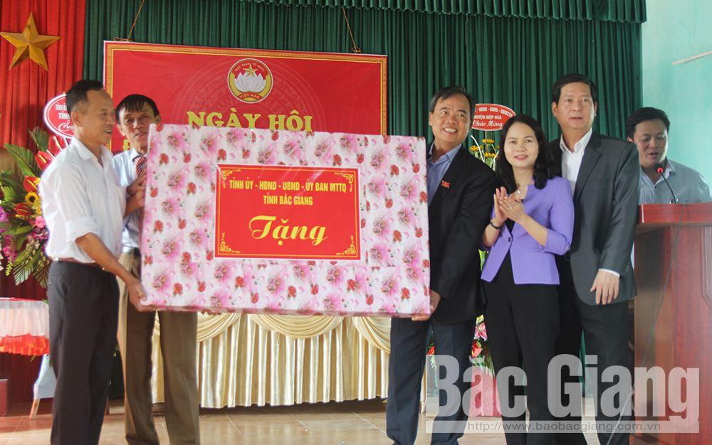 Đồng chí Bùi Văn Hạnh, dự ngày hội đoàn kết, thôn Tân Sơn, Hùng Sơn, Hiệp Hòa,