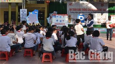 """Bắc Giang: Hơn 900 học sinh tham gia chương trình """"An toàn giao thông cho nụ cười trẻ thơ"""""""