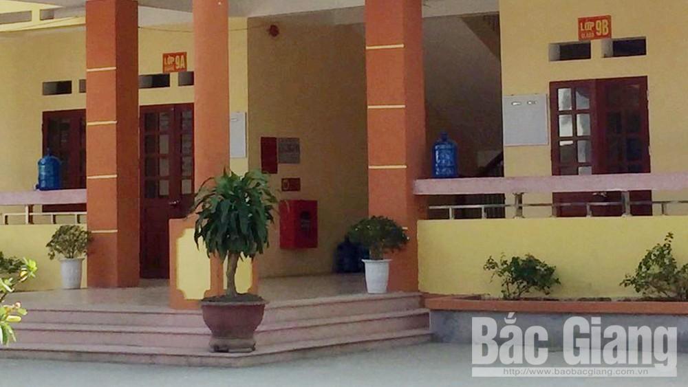 Bắc Giang: Một học sinh bị thương do ngã từ tầng 2 xuống sân trường