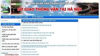 Du khách nước ngoài tại Hà Nội có thể đổi bằng lái xe qua mạng