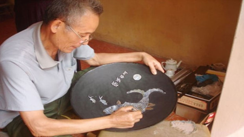 Hanoi, craft villages, tourist destinations, pearl inlaid, lacquer product making,  tailoring village, Local craftsmen