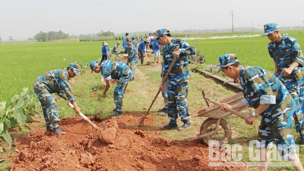 Lang Giang soldiers help people beautify villages