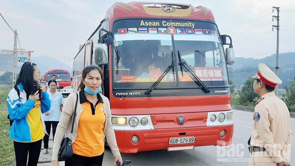 Bắc Giang lần đầu ra quân tổng kiểm soát ôtô đưa đón công nhân: Xử lý nghiêm vi phạm