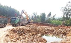 Doanh nghiệp chưa nộp thuế, phí đối với lượng đất khai thác ngoài mốc giới