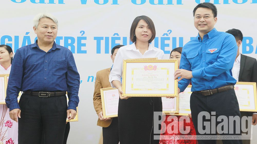 Bac Giang honors 27 outstanding young teachers