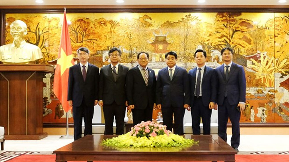 Hanoi's leader, Korean investment projects, newly-accredited Korean Ambassador, Korean International School, optimal measures
