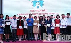Thầy giáo Bùi Thanh Tuấn (Bắc Giang) được tuyên dương giáo viên tiêu biểu vì học sinh dân tộc thiểu số