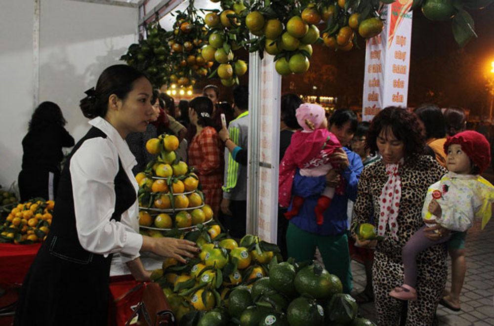Fair, oranges, typical agricultural products, Ha Giang Province, e-commerce trading floor