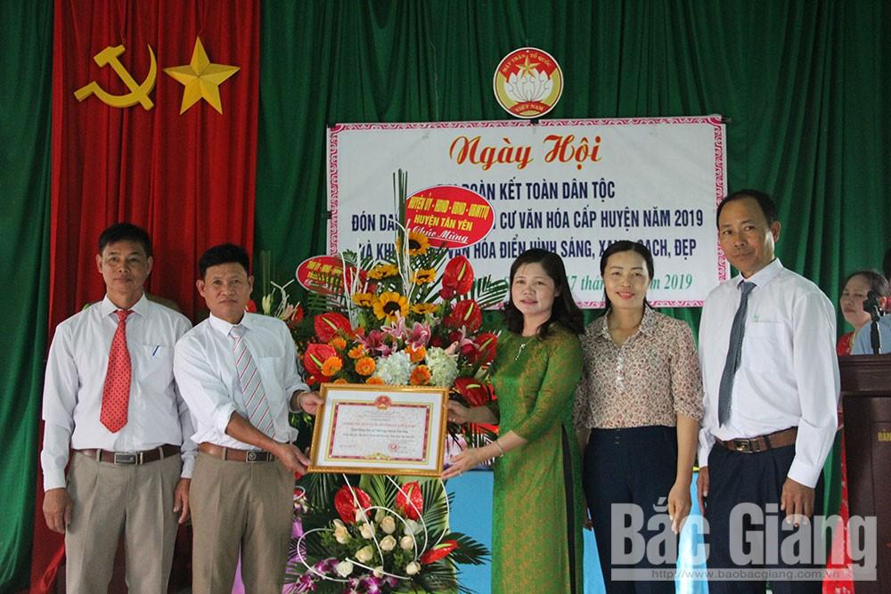 Đại đoàn kết toàn dân, thôn Đồng Sen, xã Việt Lập, huyện Tân Yên, Lâm Thị Hương Thành