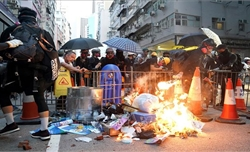 Biểu tình bạo lực tiếp diễn tại Hong Kong (Trung Quốc)