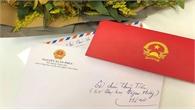 Thủ tướng gửi thư và hoa cho nữ sinh Đại học Ngoại thương bị ung thư vú