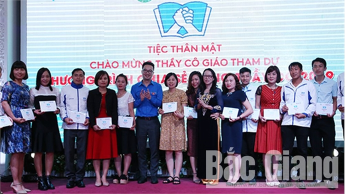 Teacher Bui Thanh Tuan honoured as outstanding teacher for ethnic minority students