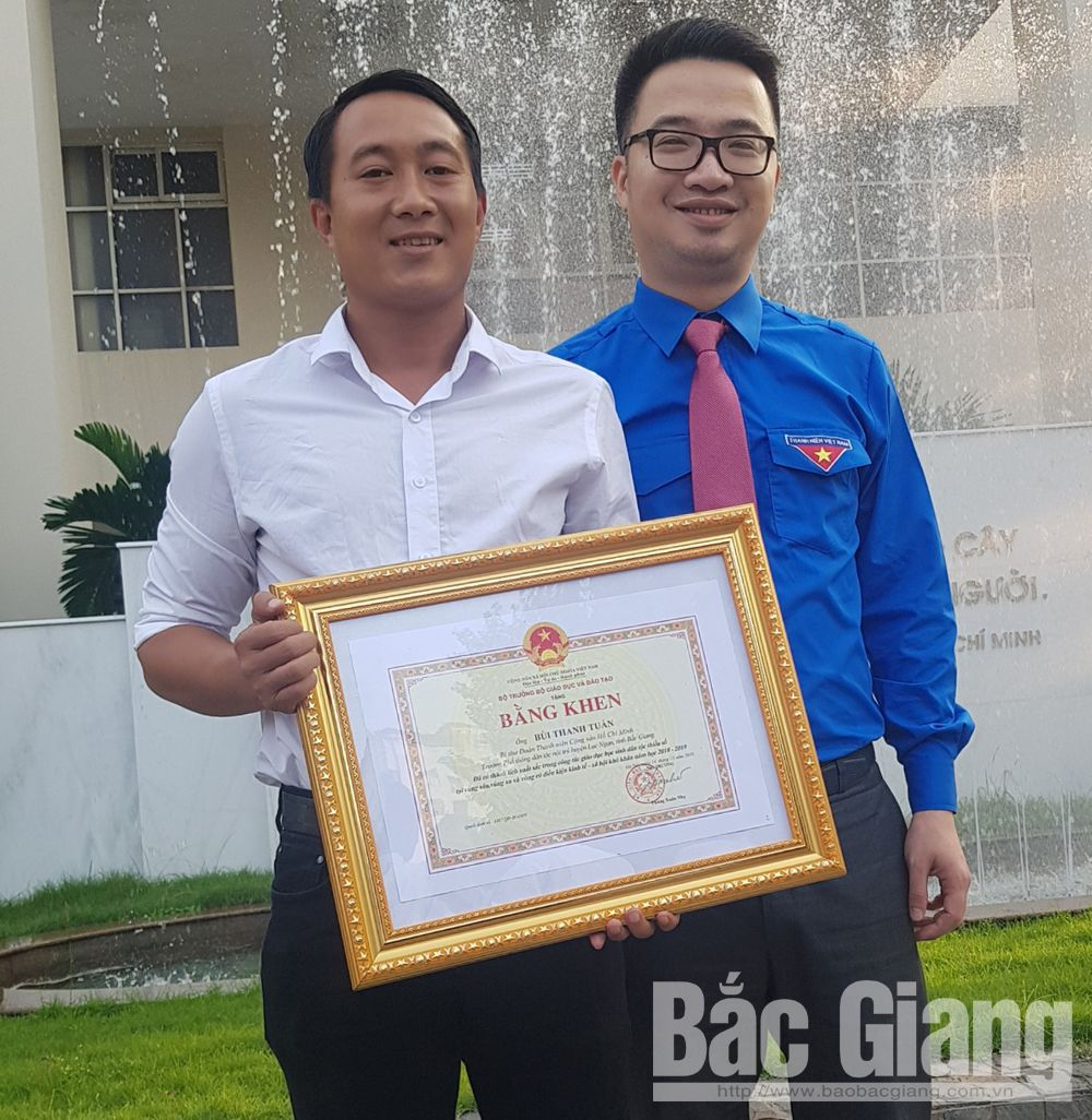 Teacher Bui Thanh Tuan, Bac Giang province, outstanding teacher, ethnic minority students, 37th anniversary,  Vietnamese Teachers' Day, Sharing with the teachers