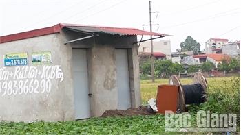 Nhà vệ sinh ở chợ Hòa Yên: Có cũng như không