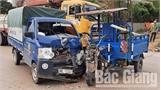 Xe ba bánh va chạm với xe tải, một người bị thương