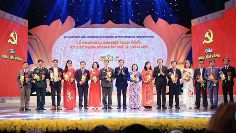 Hơn 1.600 tác phẩm, tham dự, Giải Búa liềm vàng lần thứ IV