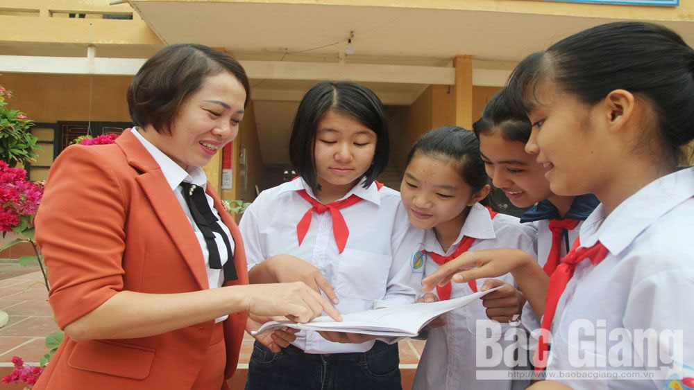 The energetic and devoted teachers, teacher Le Thi Hong Van, teacher Bui Thanh Tuan, teacher Bui Thi Thuy