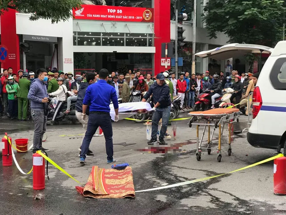 Người nhà, chưa thể nhận dạng, cô gái tử vong do xe Mercedes tông, khuôn mặt biến dạng