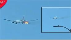 Máy bay chở khách cháy động cơ giữa trời