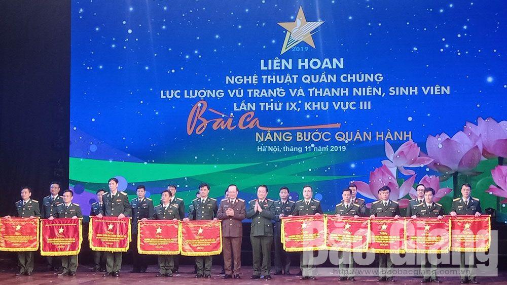 Liên hoan Nghệ thuật quần chúng khu vực III: Đoàn Bộ CHQS tỉnh Bắc Giang được trao cờ thưởng xuất sắc