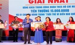 Thí sinh Cao Thị Hải Vân giành giải Nhất Liên hoan báo cáo viên toàn quốc