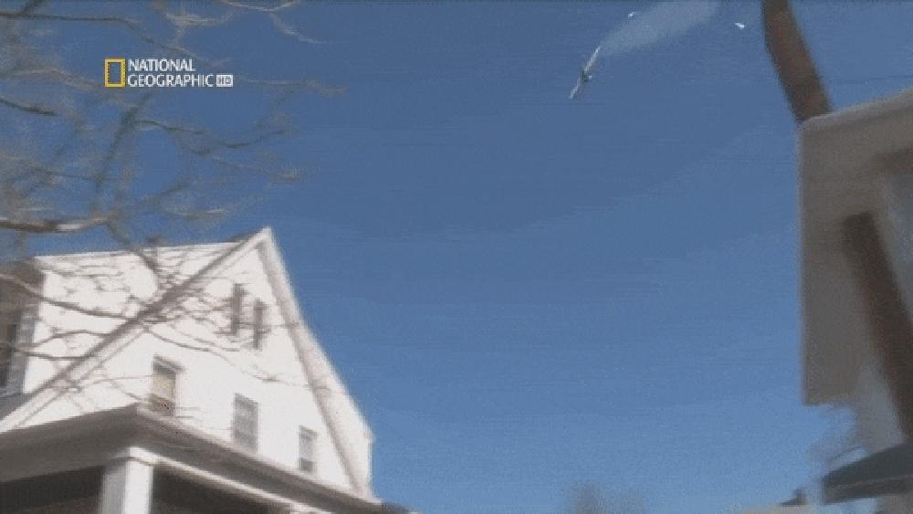 """Thảm kịch máy bay hóa """"tên lửa"""" lao thẳng xuống phố sau 106 giây cất cánh"""