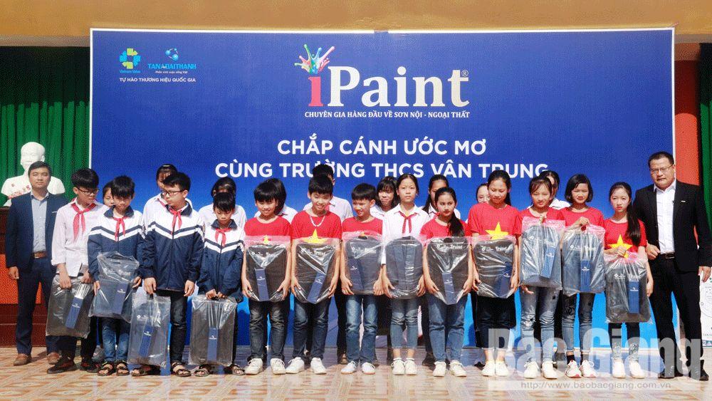 """Chương trình """"Chắp cánh ước mơ"""" tại Trường THCS Vân Trung"""