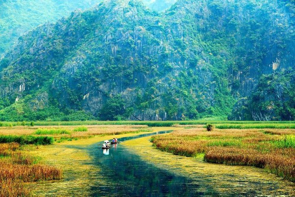No wave bay, Ninh Binh ripple, Van Long wetland, wetland nature reserve, pristine tranquility, limestone pinnacles, largest nature picture