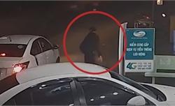 Đi ôtô cướp 3 điện thoại