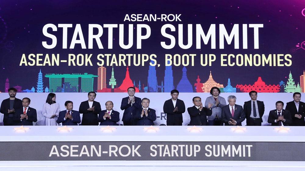Thủ tướng Chính phủ Nguyễn Xuân Phúc tham dự phiên họp thứ nhất của Hội nghị Cấp cao kỷ niệm 30 năm quan hệ đối tác ASEAN - Hàn Quốc