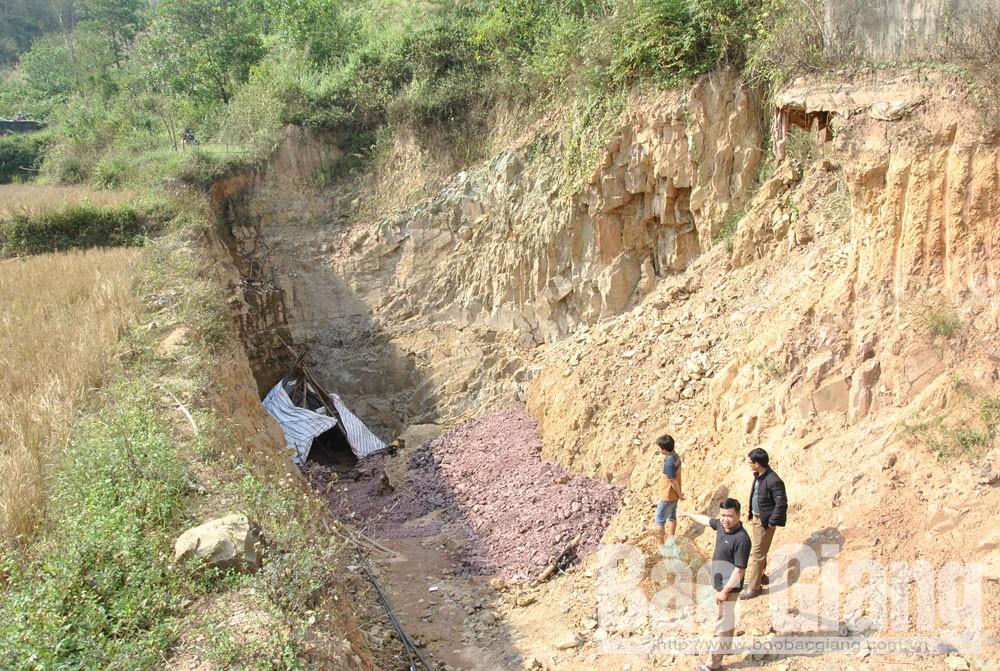 Khu vực hố thăm dò của của Công ty cổ phần Khai thác và Chế biến khoáng sản Bắc Giang.