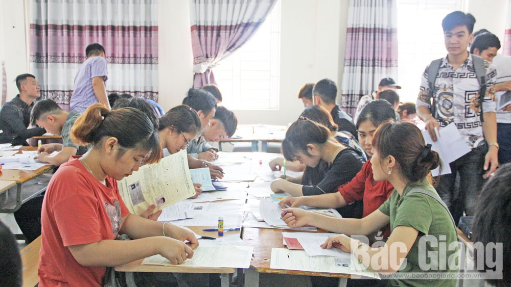 Close and synchronous control, labor export, Bac Giang province,  top leading locality, commercial banks, stable income, Employment Permit System
