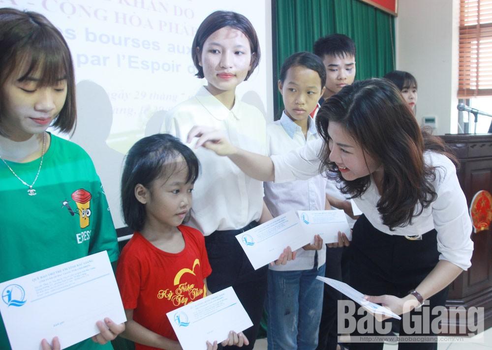Bắc Giang, nâng bước em đến trường, học bổng, xe đạp, sách vở, doanh nghiệp, Quỹ Bảo trợ trẻ em tỉnh, trẻ em hoàn cảnh khó khăn
