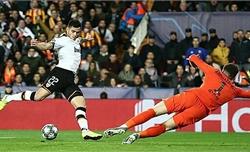 Chelsea đánh rơi chiến thắng trước Valencia