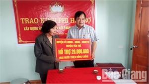 Trao tiền hỗ trợ làm nhà tại xã Tân Hiệp