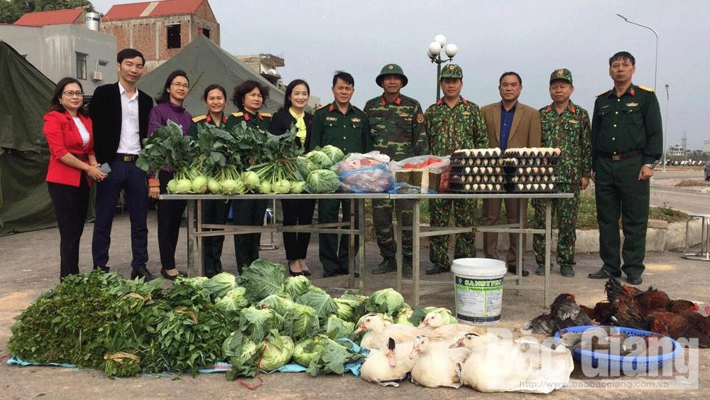 Ban CHQS và Hội LHPN TP Bắc Giang ủng hộ thực phẩm cho bộ đội tham gia diễn tập khu vực phòng thủ tỉnh