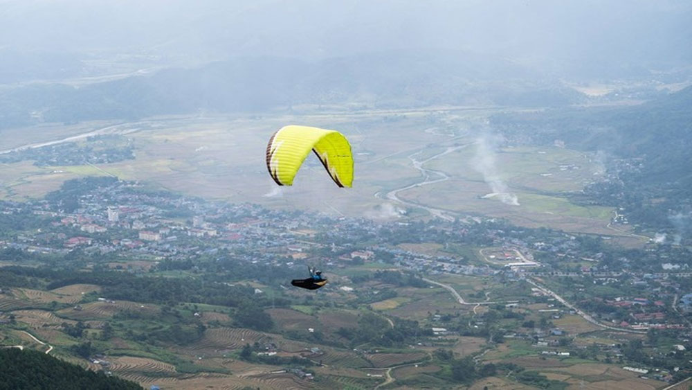 Vietnam set to host first international paragliding competition
