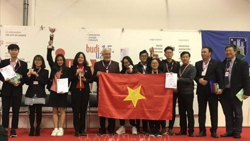 Vietnamese students, high honour, Croatia invention show, biodegradable wrapping film, European invention, cheap and available materials
