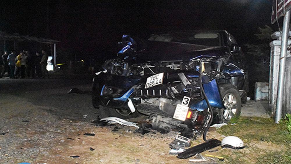 Ôtô bán tải sau khi gây tai nạn.
