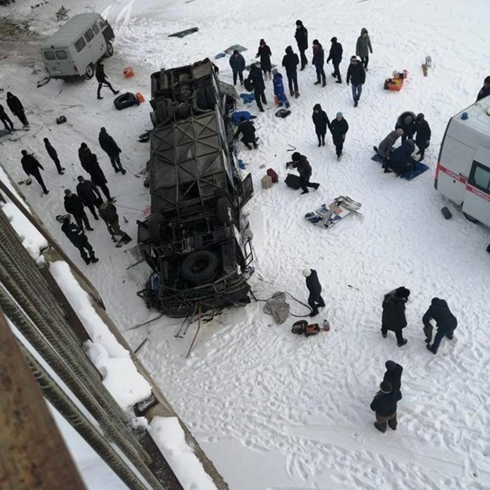 Nga, Xe buýt lao xuống sông, ít nhất, 19 người thiệt mạng